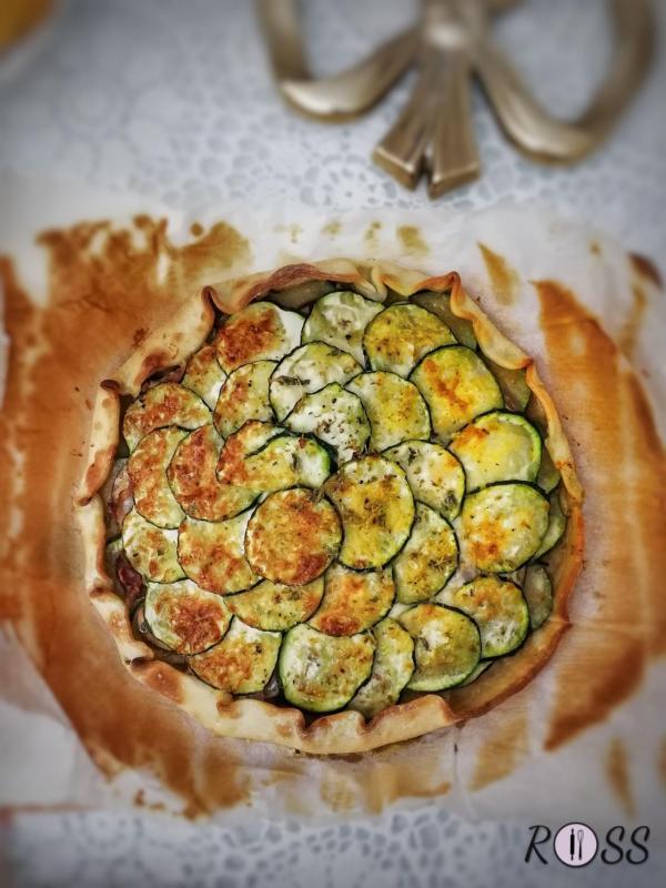 Torta salata con cotto, funghi e zucchine