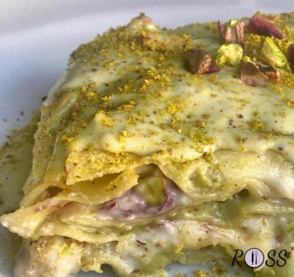lasagne con speck, pesto di pistacchi e besciamella light