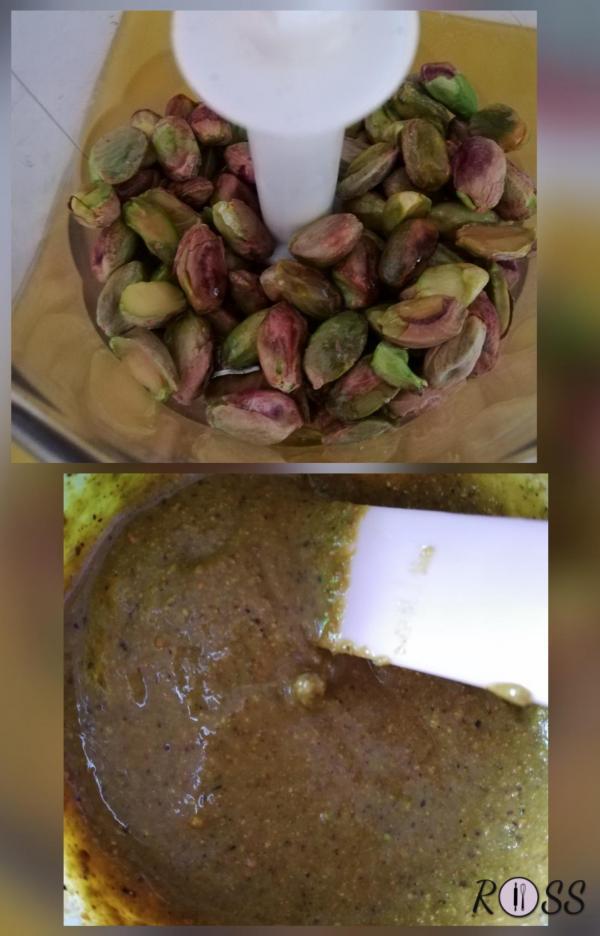 Preparate la besciamella. Una volta pronta, tenetela da parte, coprendola con una pellicola trasparente, per evitare che si crei la crosticina. Preparate il pesto unendo nel mix i pistacchi sgusciati e l'olio. Macinate. Se notate che il composto è ancora poco cremoso, aggiungete qualche cucchiaio di acqua. Azionate un'altra volta il mix fino ad ottenere una crema omogenea e semi-liscia (vedi foto)