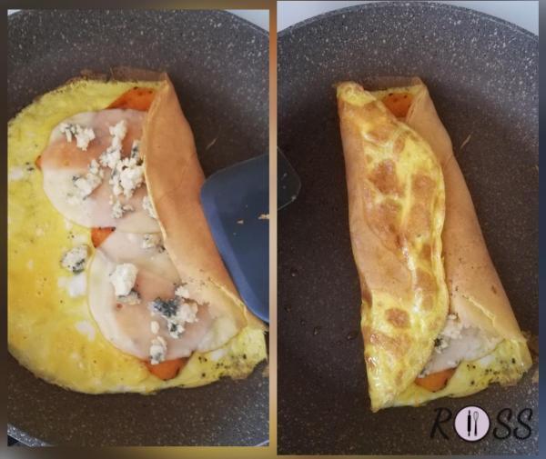Piegate i lati verso il centro, fino a chiudere la vostra omelette.  Fate la stessa cosa per l'altra omelette.