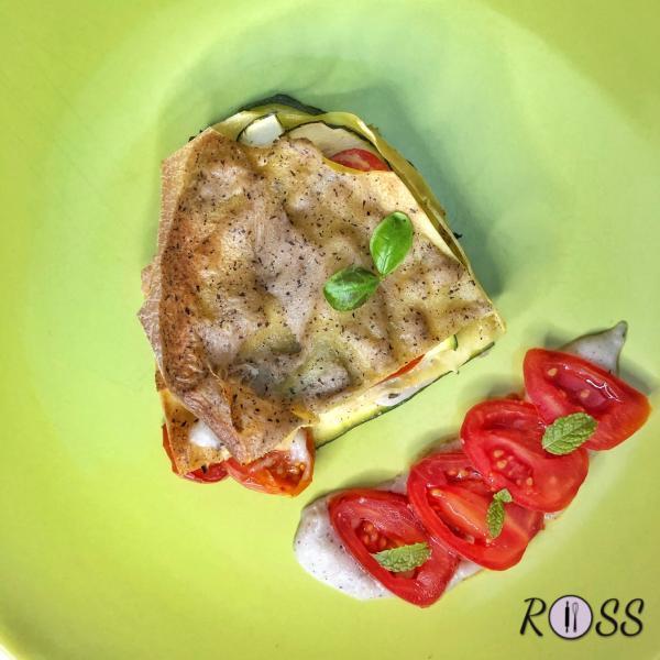Infornate per 30 minuti , coprendo il tegame con della carta da forno, per evitare che le lasagne si brucino in superficie. Sfornate e servite. Buon Appetito!