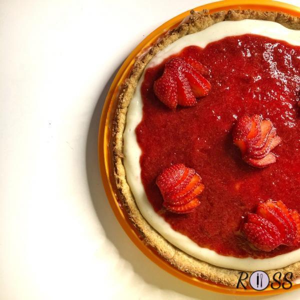 Crostata dietetica con crema pasticcera e marmellata di fragole