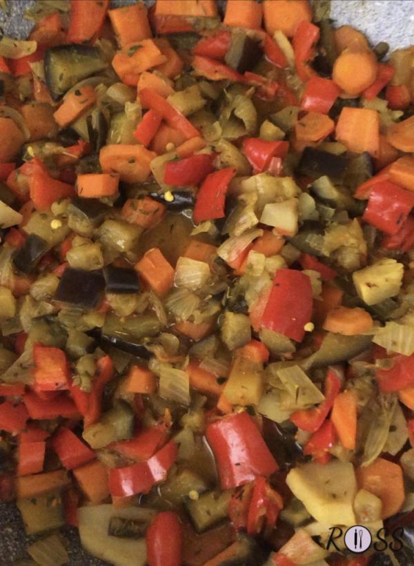 Quando le verdure saranno cotte, spegni il fuoco, chiudi con un coperchio e lascia da parte.
